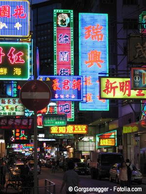 Gebäudebeschriftungen und Leuchtreklamen haben einen Einfluss auf das Stadtbild